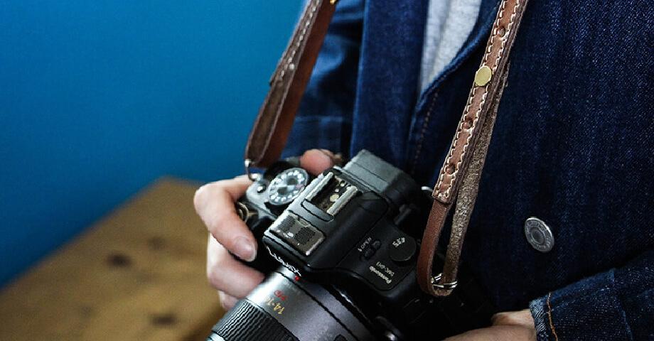 ブラウンブラウン brownbrown の手帳カバーやカメラストラップ