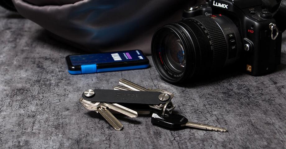 ディアージ DIARGE の手帳カバーやカメラストラップ