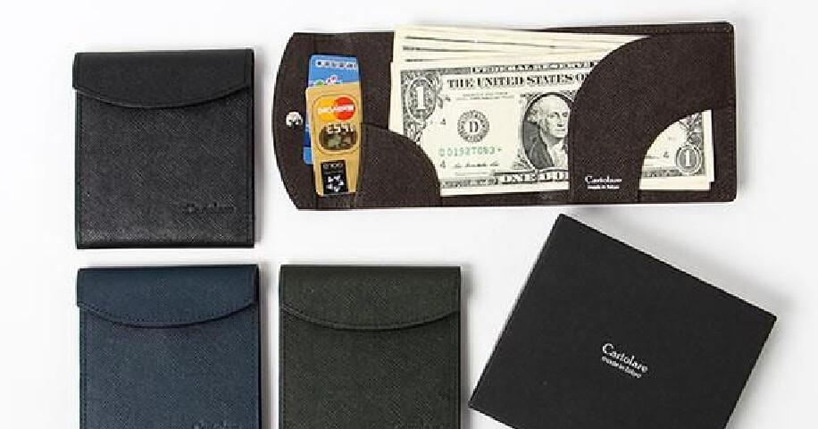 カルトラーレ Cartolare の薄い二つ折り財布
