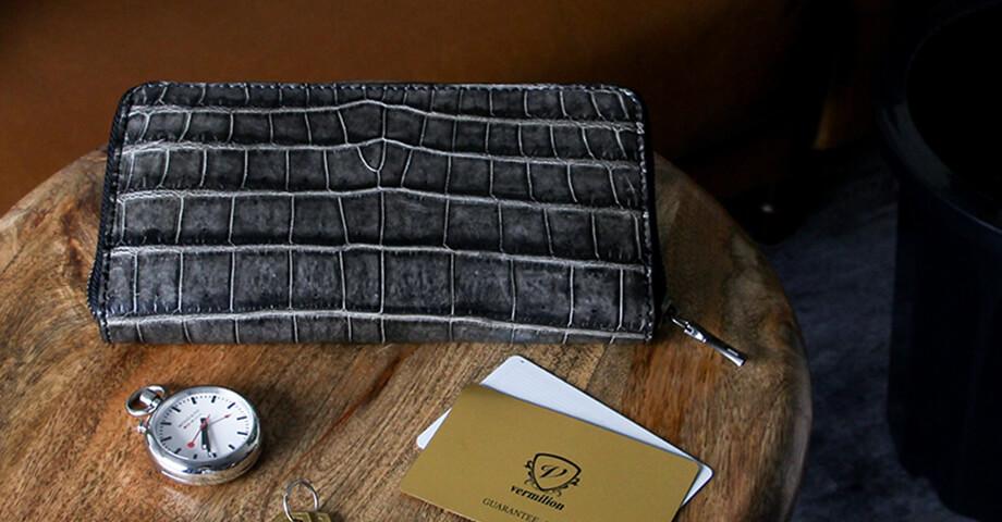 ヴァーミリオン vermilion の松煙墨染クロコの財布