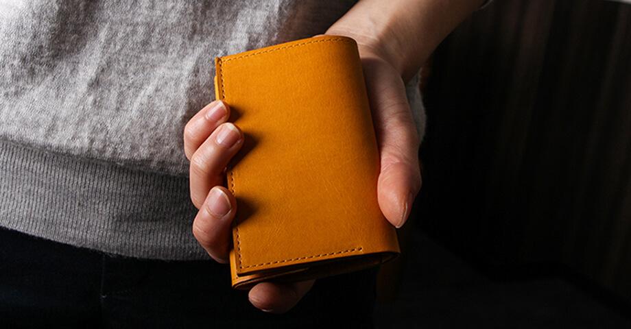 エムピウ m+ のコンパクト財布