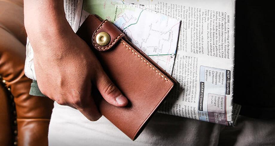ブラウンブラウンのパスポートケース