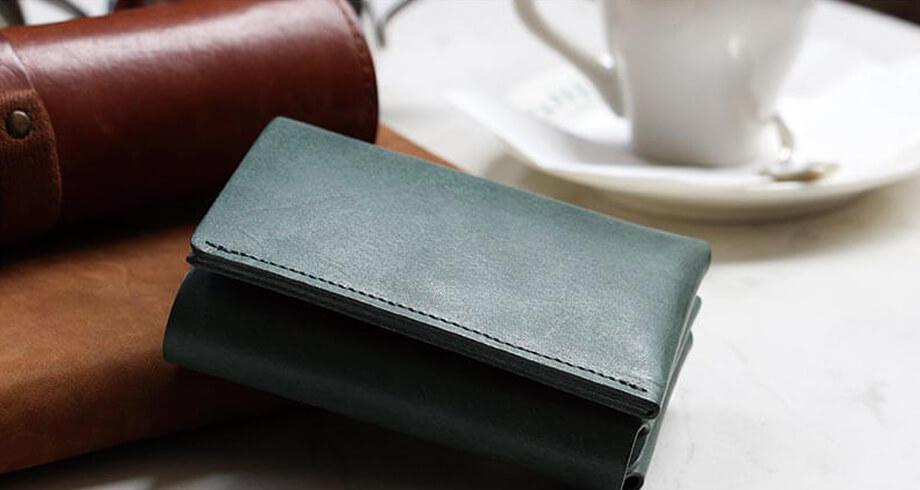 FABRIKのコンパクトな三つ折り財布